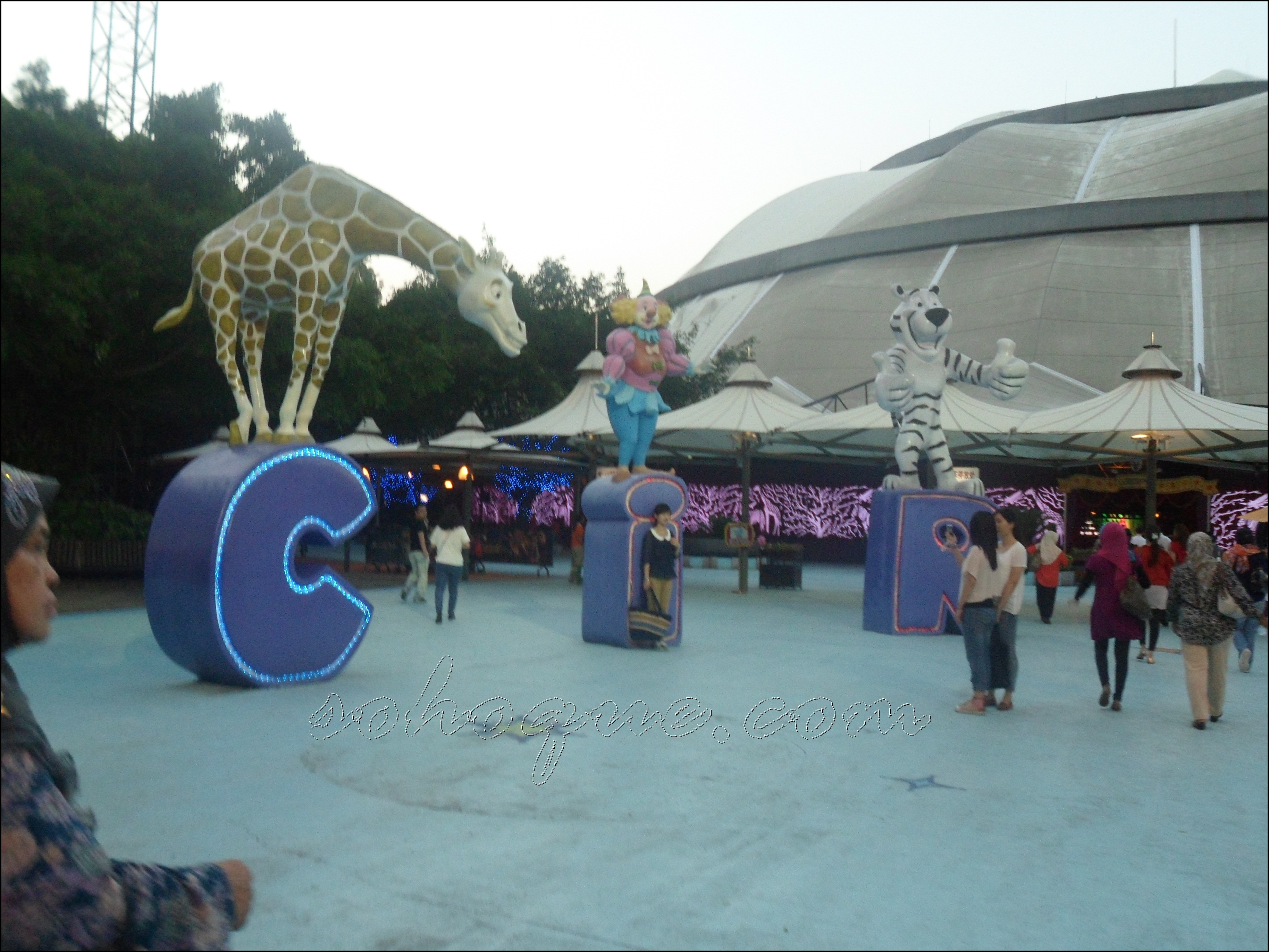 outside view Chimelong International Circus, Guangzhou Best!!!