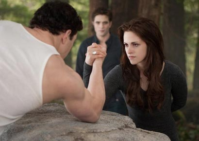 Bella kuat Movie Review: Twilight Saga: Breaking Dawn Part 2